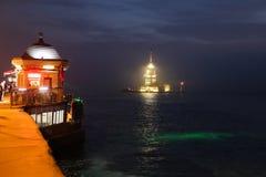 未婚塔在Bosphorus海峡,伊斯坦布尔 免版税图库摄影