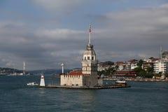 未婚塔在Bosphorus海峡,伊斯坦布尔 免版税库存照片