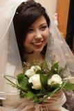 未婚妻开花现有量微笑 免版税图库摄影