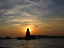未婚的塔在日落的Kız Kulesi 库存图片