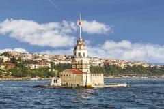 未婚的塔(Kiz Kulesi)晴天伊斯坦布尔, 库存图片