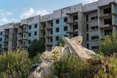 未完成的五层被放弃的房子 免版税图库摄影