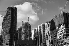 未完成的摩天大楼黑白照片  免版税库存照片