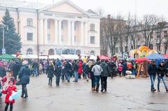 未定义人民为庆祝Maslenitsa参与在布良斯克市 库存图片