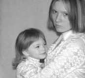 未成年母亲/姐妹 免版税库存照片