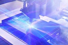 未来技术的概念 与视觉效果的计算机板在一个未来派样式 机器的自动化 库存图片