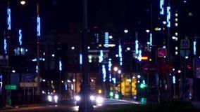 未来派城市高速公路光在晚上 E 与大都会灯笼路的现代照明设备在晚上 影视素材
