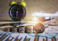 未来资金的储积与股市信息图表的 库存照片