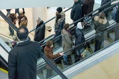 未来派内部被更新的购物中心 免版税库存图片