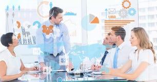 未来派屏幕的数字式综合图象在商人的在会议 免版税库存照片