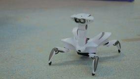 未来派机器人蜘蛛跳舞 免版税库存照片