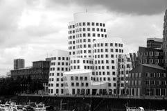 未来派gehry大厦-在黑色&白色 免版税库存图片
