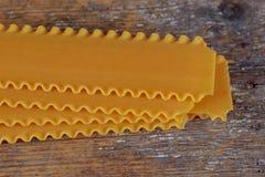未煮过的未加工的面团意大利人烤宽面条 库存图片