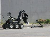 未爆弹处理机器人在市索非亚解除在恐怖分子里面汽车的一颗炸弹武装, 2007年9月, 11日的保加利亚 免版税库存照片