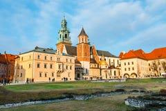 未知的人民在克拉科夫参观Wawel城堡 克拉科夫是一个最著名的地标  库存图片