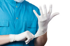 未知的男性在手上的外科医生医生衣物白色手套 免版税库存图片