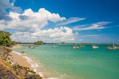 未触动过的热带海滩在斯里兰卡 免版税库存照片