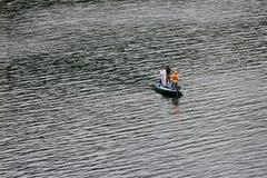 未认出的三个人钓鱼 免版税图库摄影
