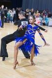 未认出的专业舞蹈夫妇执行WDSF米斯克开放舞蹈节日2017的青年拉丁美洲的节目 图库摄影