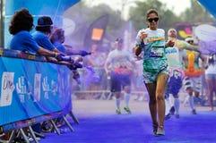 未认出的人人群颜色奔跑的 免版税图库摄影