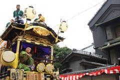 未认出的人民联接对kawagoe节日的游行2013年10月19日在Kawagoe 免版税库存图片