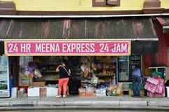 未认出的人民购物在杂货店在一点印度,唱歌 免版税库存图片