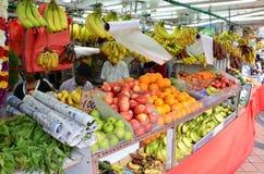 未认出的人民购物在杂货店在一点印度,唱歌 免版税图库摄影