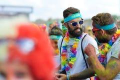 未认出的人Rowds颜色奔跑的 免版税库存图片