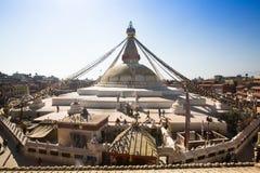 未认出的修士在加德满都盘旋Boudhanath, 2013年12月4日,尼泊尔 免版税图库摄影