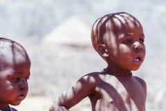 未认出的儿童Himba部落在纳米比亚 免版税库存照片
