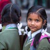 未认出的尼泊尔孩子Portret在游览期间的对Tribhuwan Memorial Museum国王 库存图片