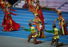 未认出的技艺家展示印度尼西亚文化 库存图片