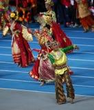 未认出的技艺家展示印度尼西亚文化 免版税库存照片