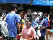 未认出的泰国和国际人民享用 免版税库存图片