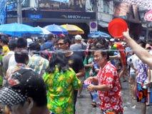 未认出的泰国和国际人民享用 图库摄影