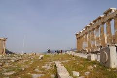 未认出的游人在雅典,希腊参观上城 库存照片