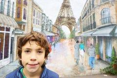 未认出的男孩看看在墙壁上的巴黎街道画 库存图片