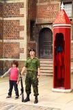 未认出的男孩蠢事卫兵 免版税图库摄影