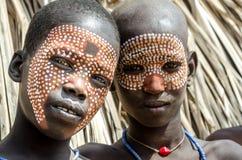 未认出的男孩画象从Arbore部落,埃塞俄比亚的 库存照片