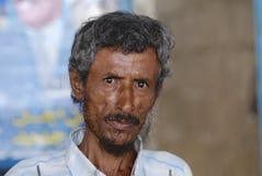 未认出的老人画象在阿吨,也门 免版税库存照片
