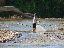 未认出的老挝渔夫 免版税库存照片