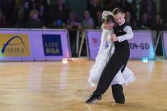 未认出的舞蹈夫妇执行WDSF波儿地克的盛大Prix-2106的少年1标准欧洲节目 免版税库存图片