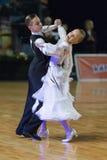 未认出的舞蹈夫妇执行WDSF波儿地克的盛大Prix-2106的少年1标准欧洲节目 库存照片