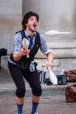 未认出的街道演员在科文特花园市场在伦敦, U上 K 库存图片