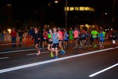 未认出的赛跑者在毕尔巴鄂马拉松夜,庆祝在2016年10月22日的毕尔巴鄂 免版税库存图片