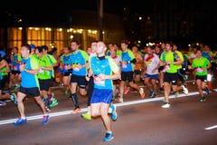 未认出的赛跑者在毕尔巴鄂马拉松夜,庆祝在2016年10月22日的毕尔巴鄂 库存图片