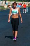 未认出的马拉松运动员竞争 免版税库存照片