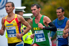 未认出的马拉松运动员 免版税库存照片