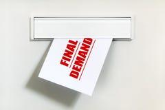 未付的票据通过letterbox 免版税库存图片