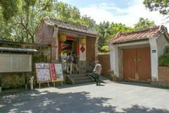 本元林的家庭豪宅和庭院看见看法 免版税库存照片